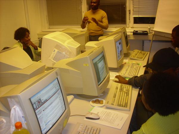Eines der Internetcafes von Refugees Emancipation