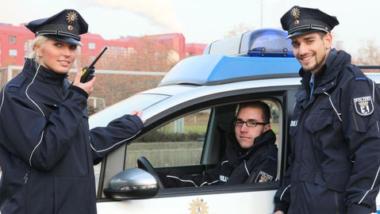 """Die für Fahndungen nach Sachen oder Personen und """"gezielte, planmäßige Verfolgung von Straftätern"""" zuständige Schutzpolizei (Bild: Polizei Berlin)."""