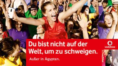 """Kritik von 2011 am damaligen Vodafone-Slogan """"Du bist nicht auf der Welt, um zu schweigen"""". Die Firma soll auf Geheiß der Regierung das Netz abgeschaltet haben."""